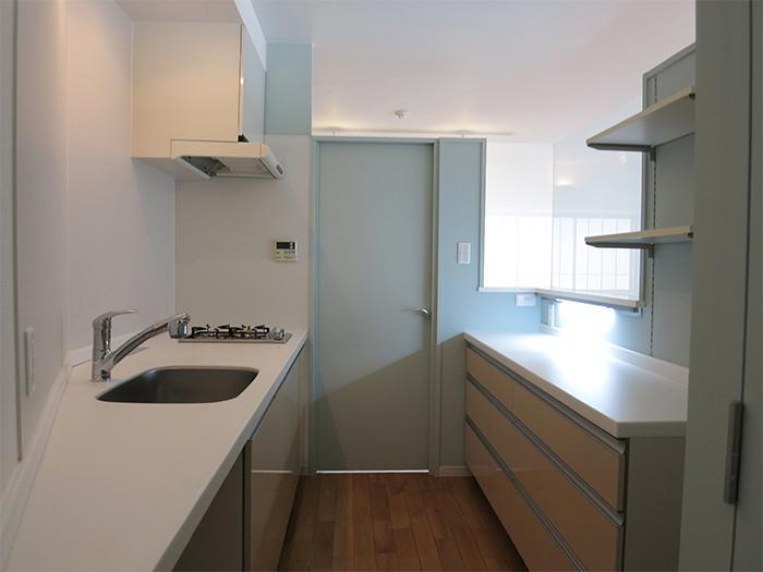 キッチンには広めの作業台もあるので、ゆったり使えます