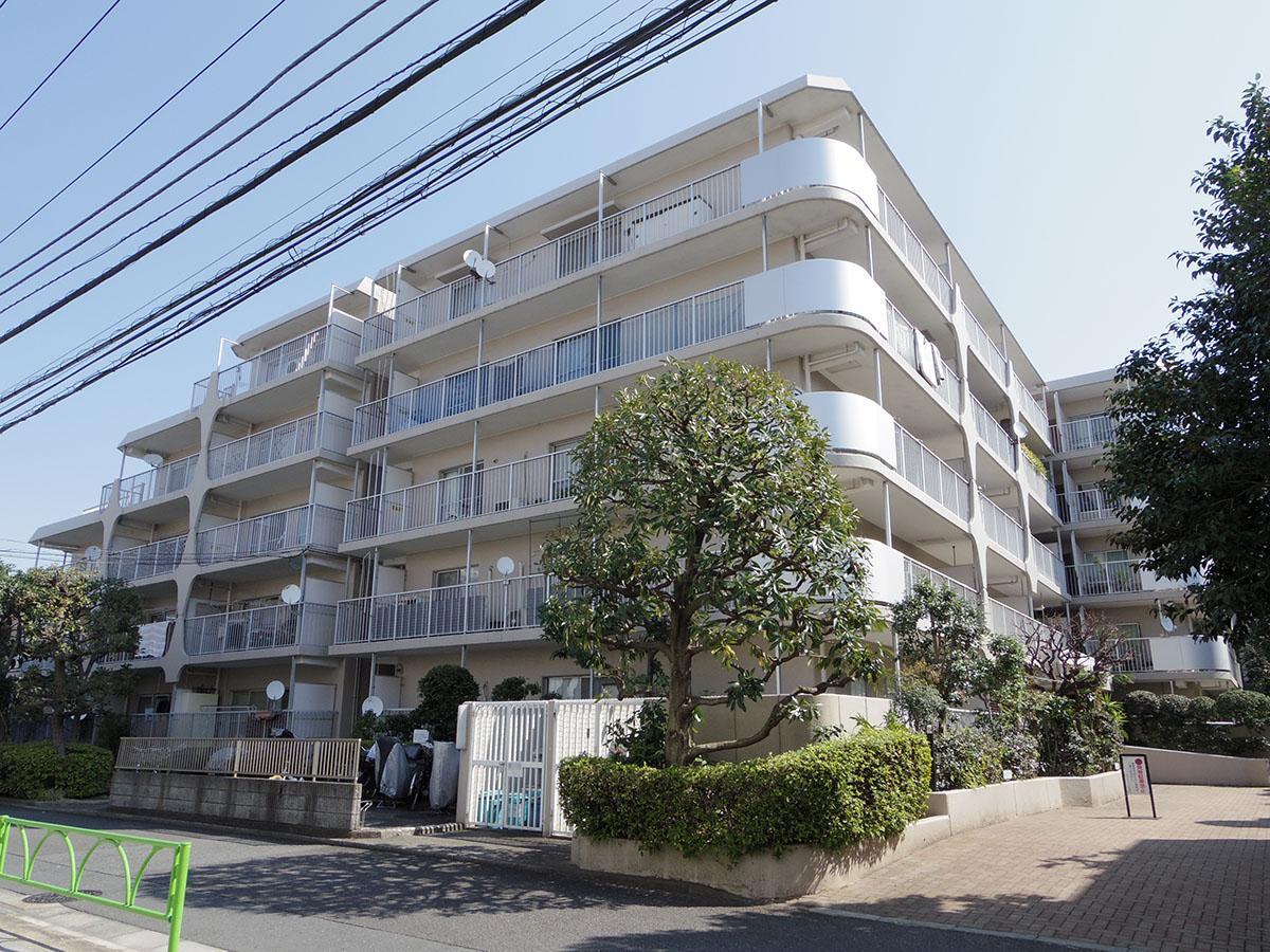 高島屋のほど近くにあるレトロマンション