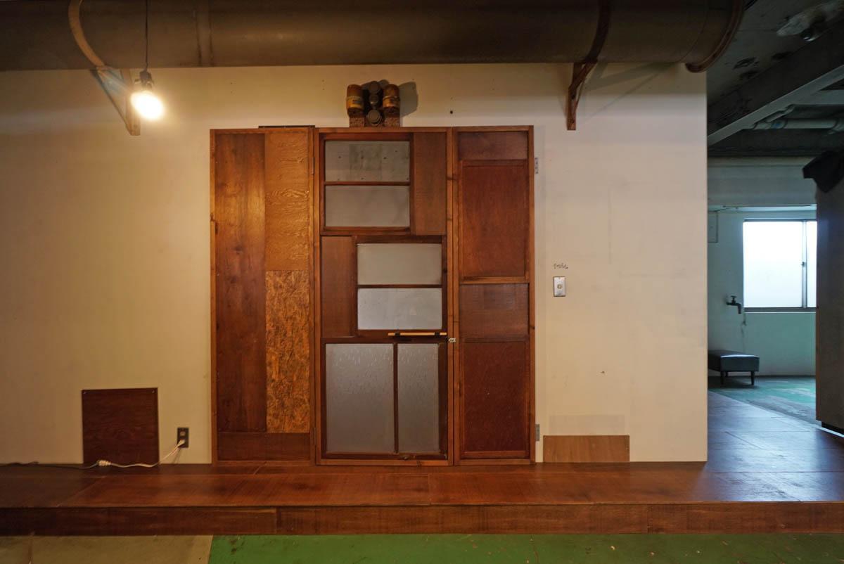 この扉の中のみが賃貸区画となります(周辺スペースは付属しません)