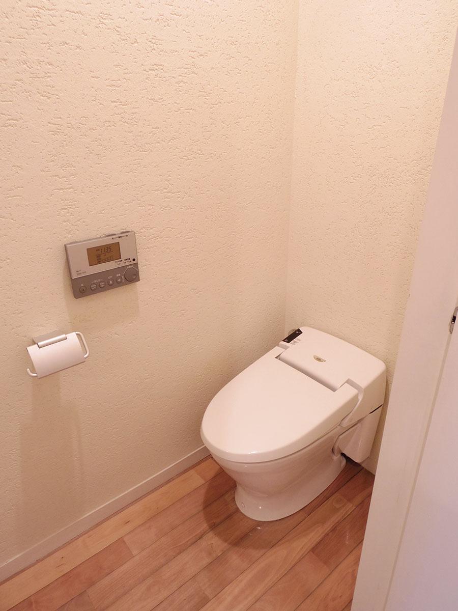 トイレは地下のみ