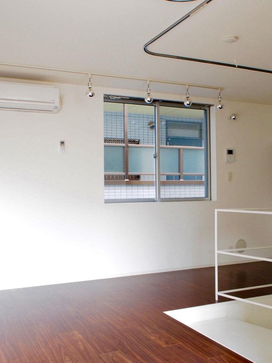 天井にはカーテンレールが付いているので、空間を区切ることもできます