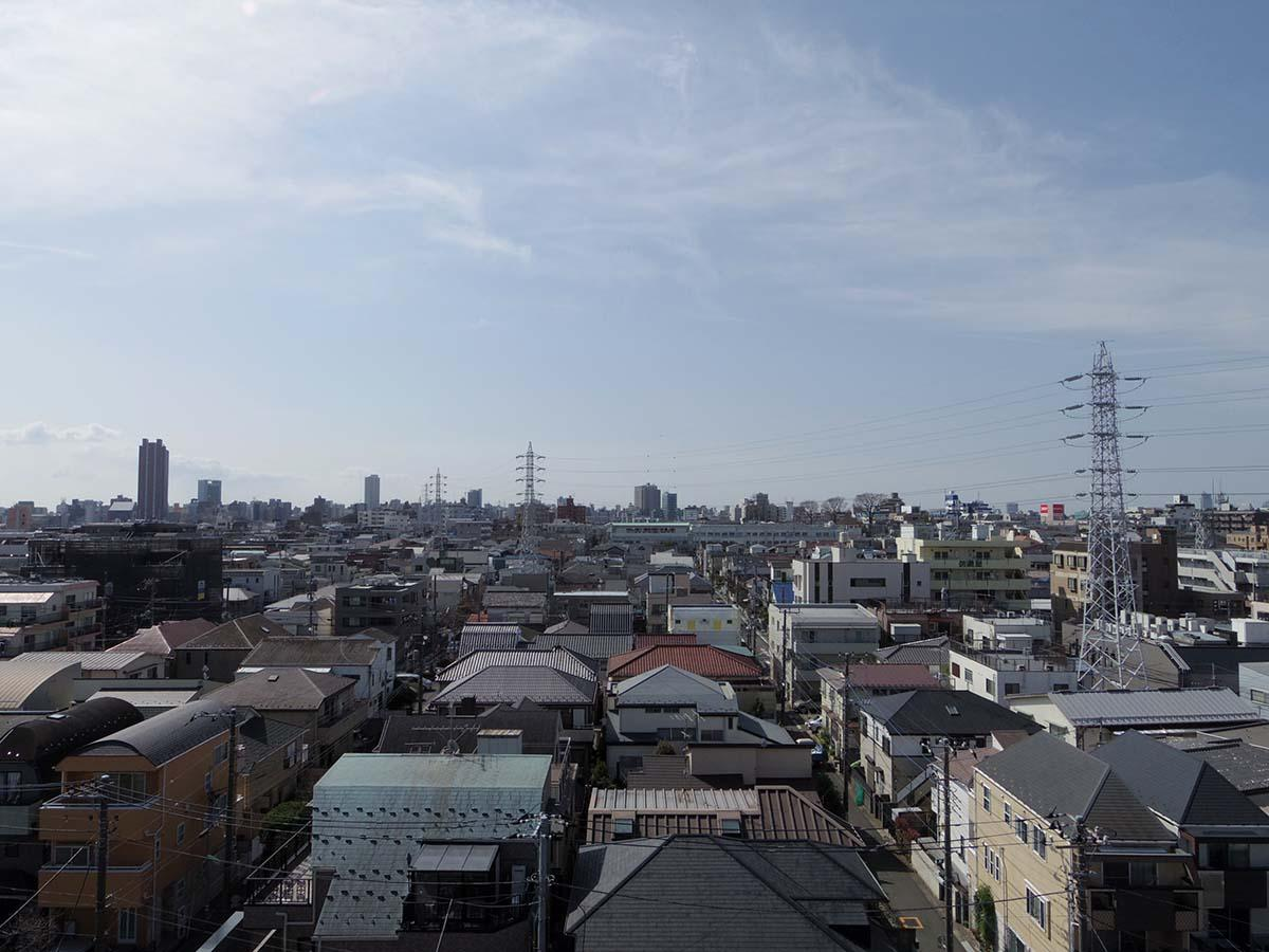 リビングからの眺望。高台に立っているので抜け感がすごいです