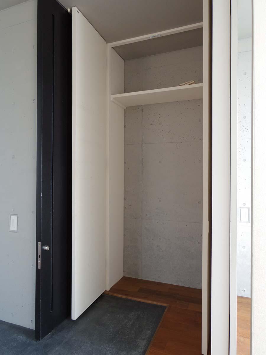 玄関の靴箱。棚はお好きなものを