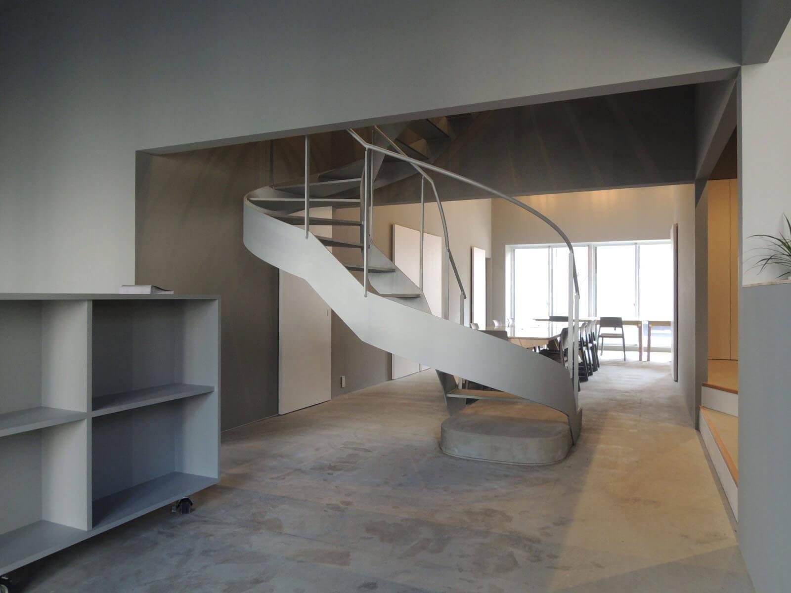 ドラマチックな階段を上がると