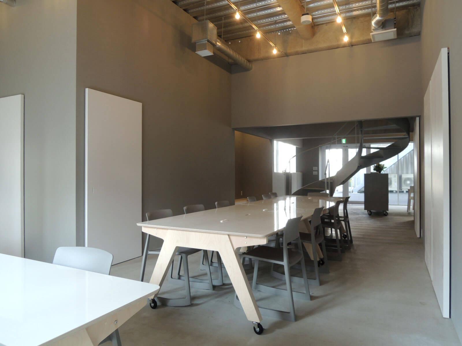 会議室やトイレはA棟1階に。C棟D棟の利用者もここを使います。