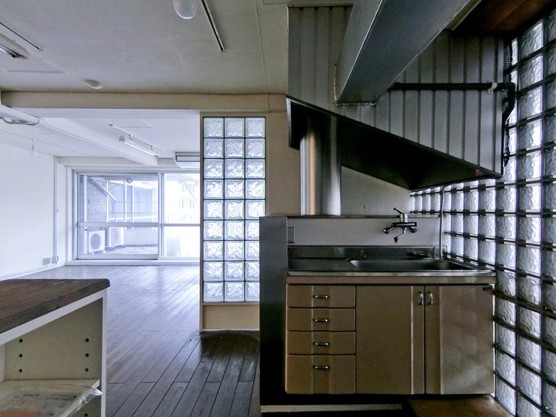 SF映画のようなキッチン周辺