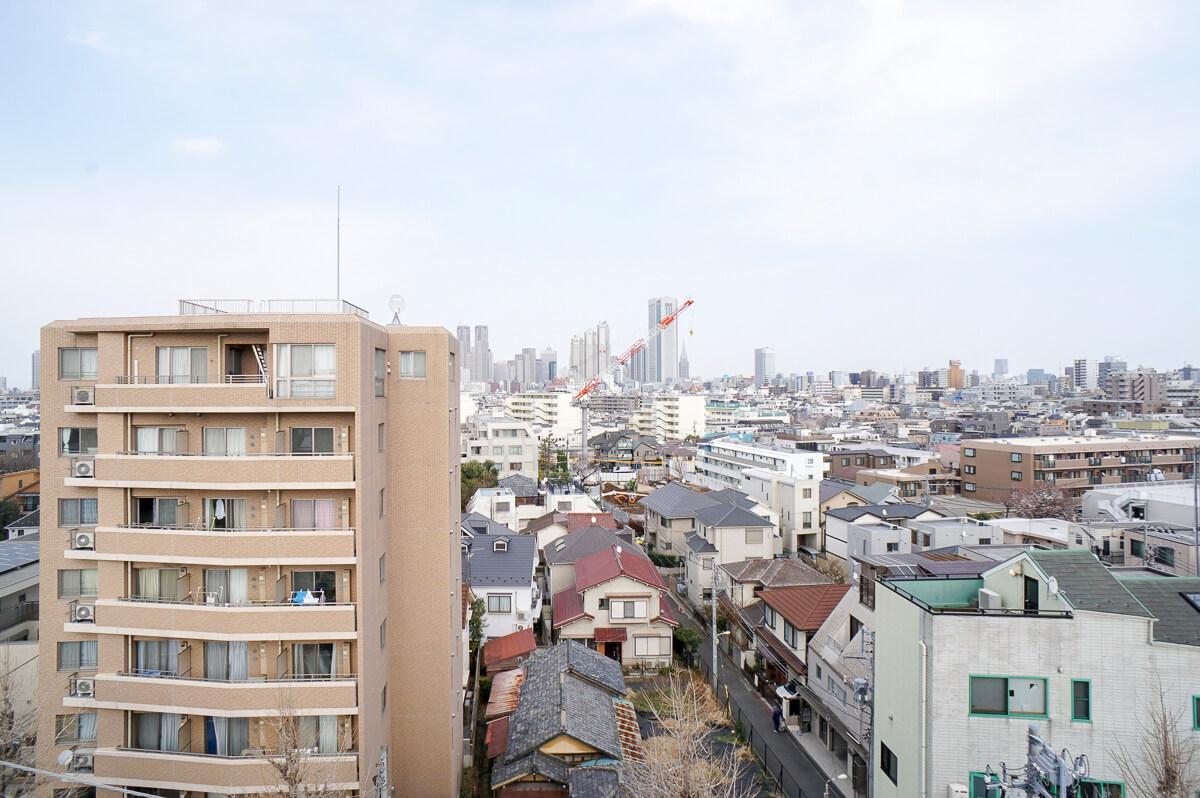 洋室2からの眺め。都庁やドコモタワーが見えます