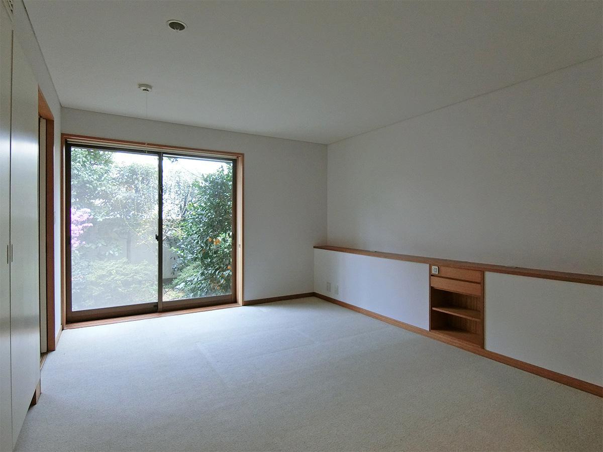 1階、10.5畳の洋室:寝室や書斎、アトリエとして(天高:約2.3m)