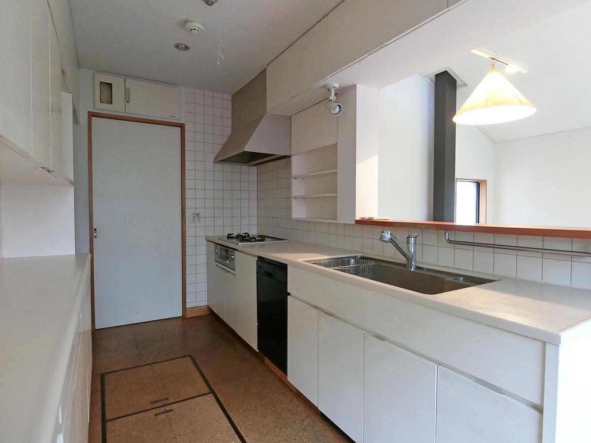 キッチン:作業スペースもゆとりがある