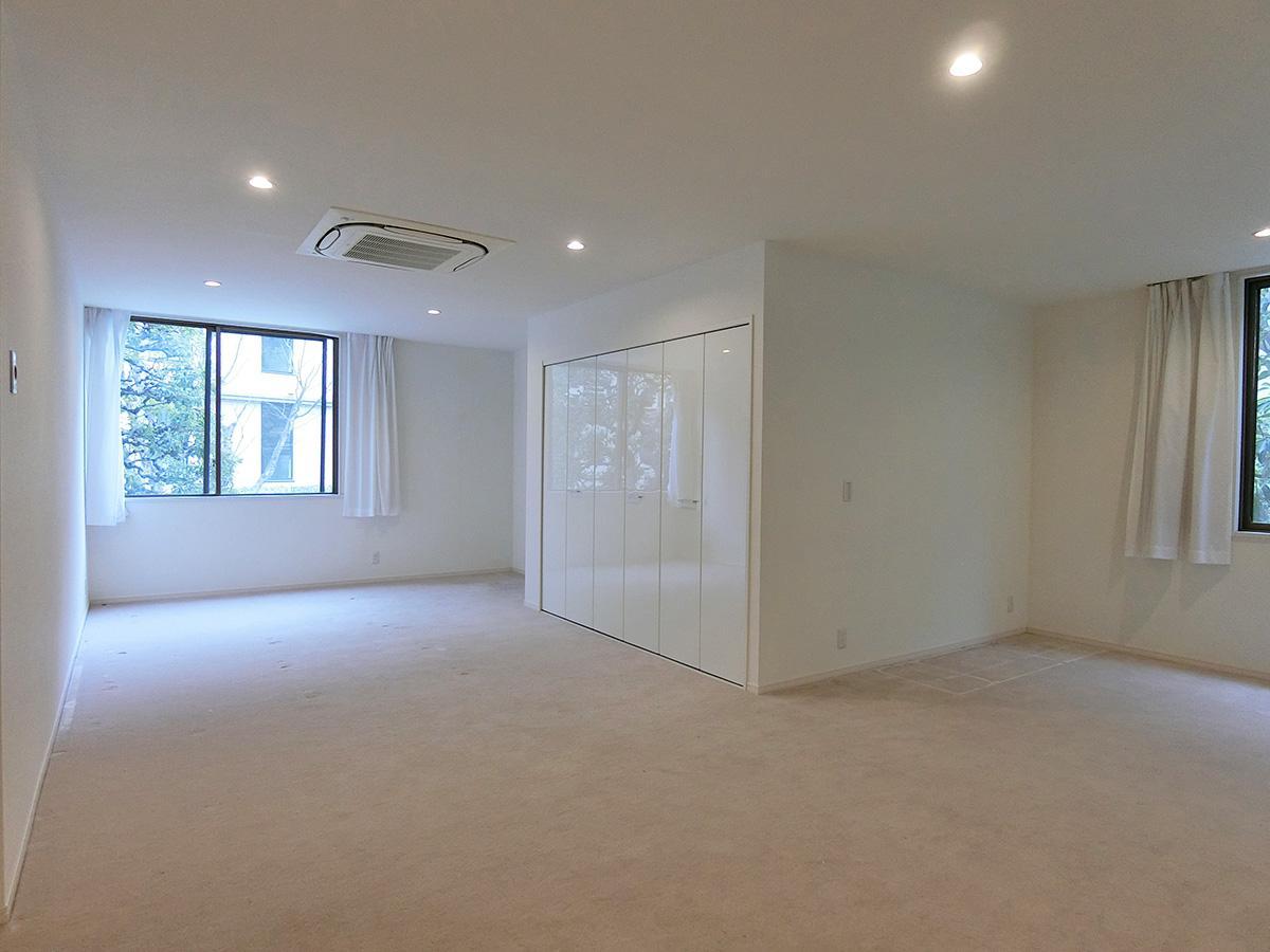 主寝室の床はカーペット