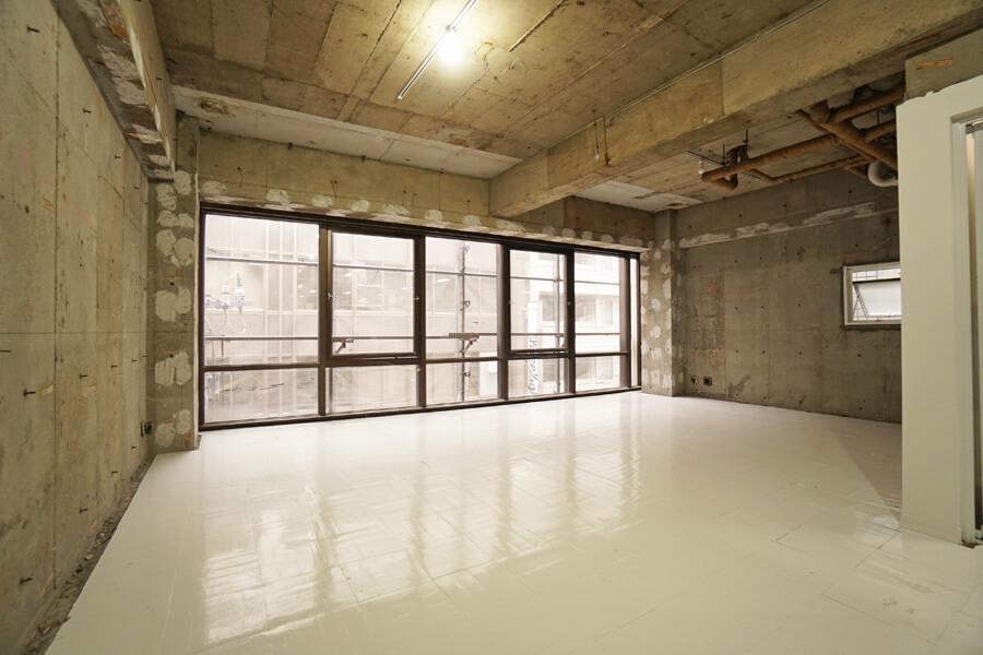 明と暗のオフィス (中央区日本橋久松町の物件) - 東京R不動産