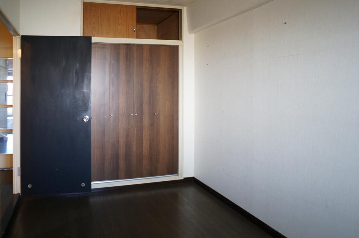 玄関脇の洋室