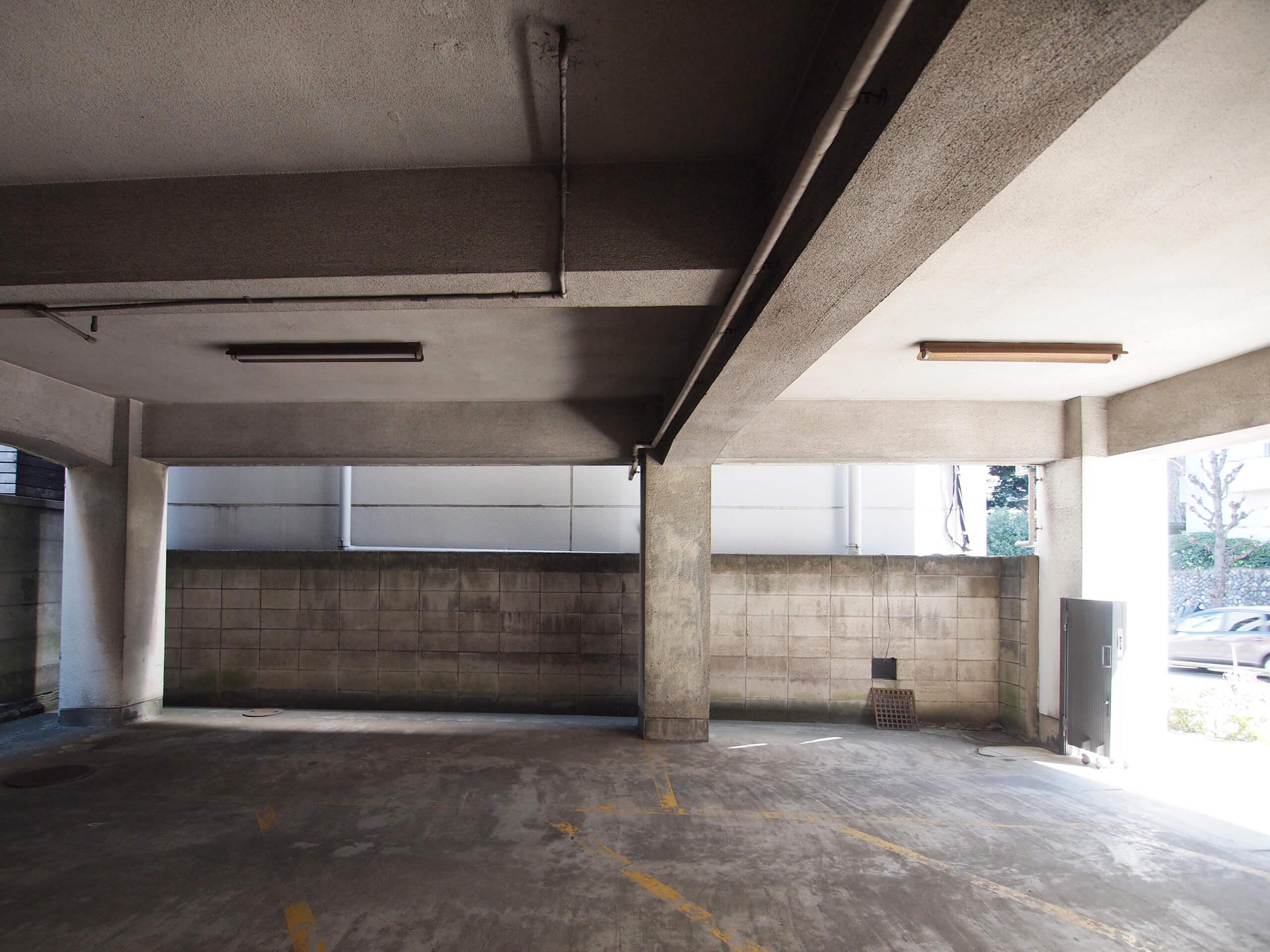 【1階】天井高は約2.8m、梁下で約2.4m