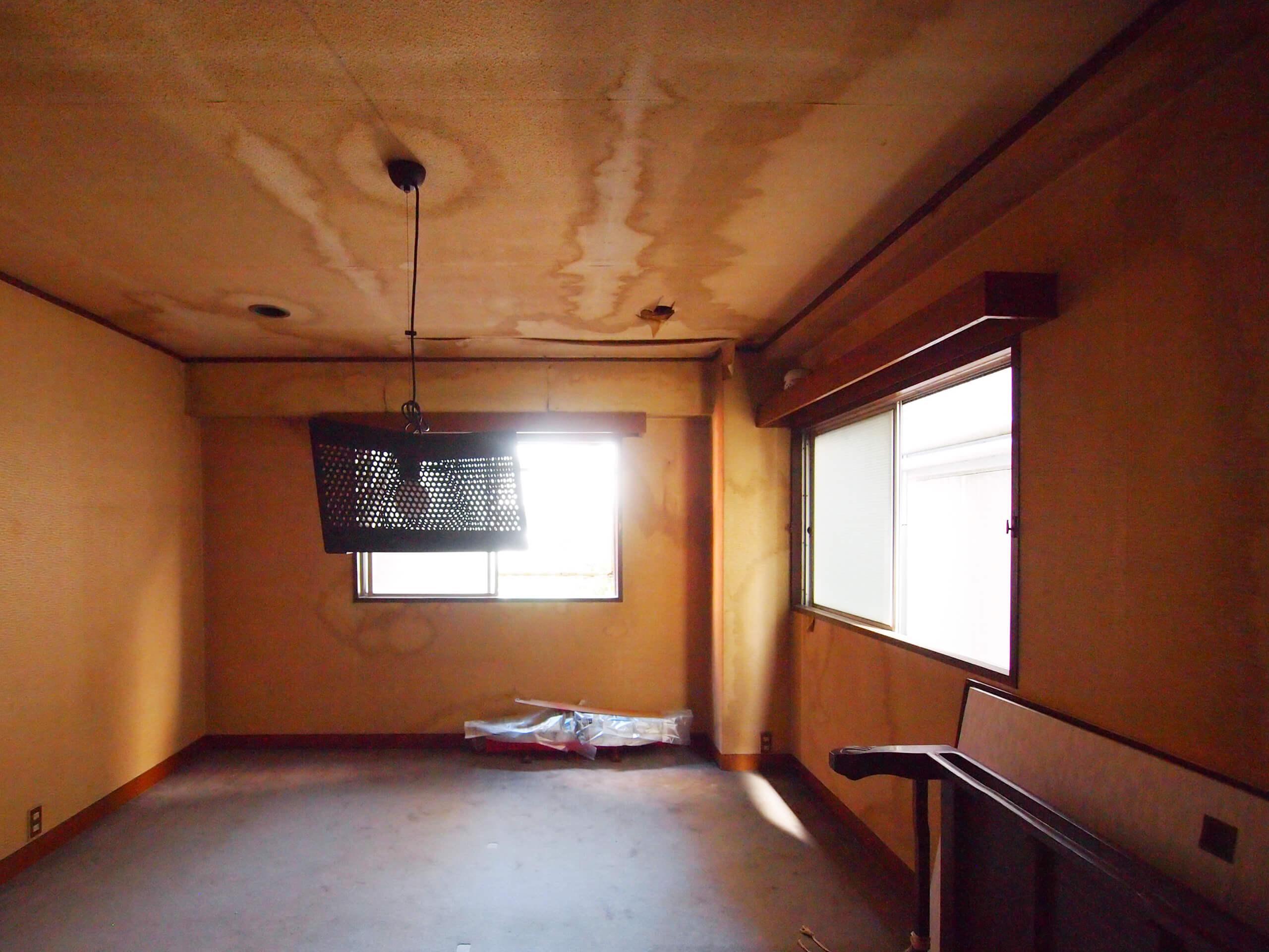 【2階】10年ほど使われていなかった場所なので、すごく汚れています