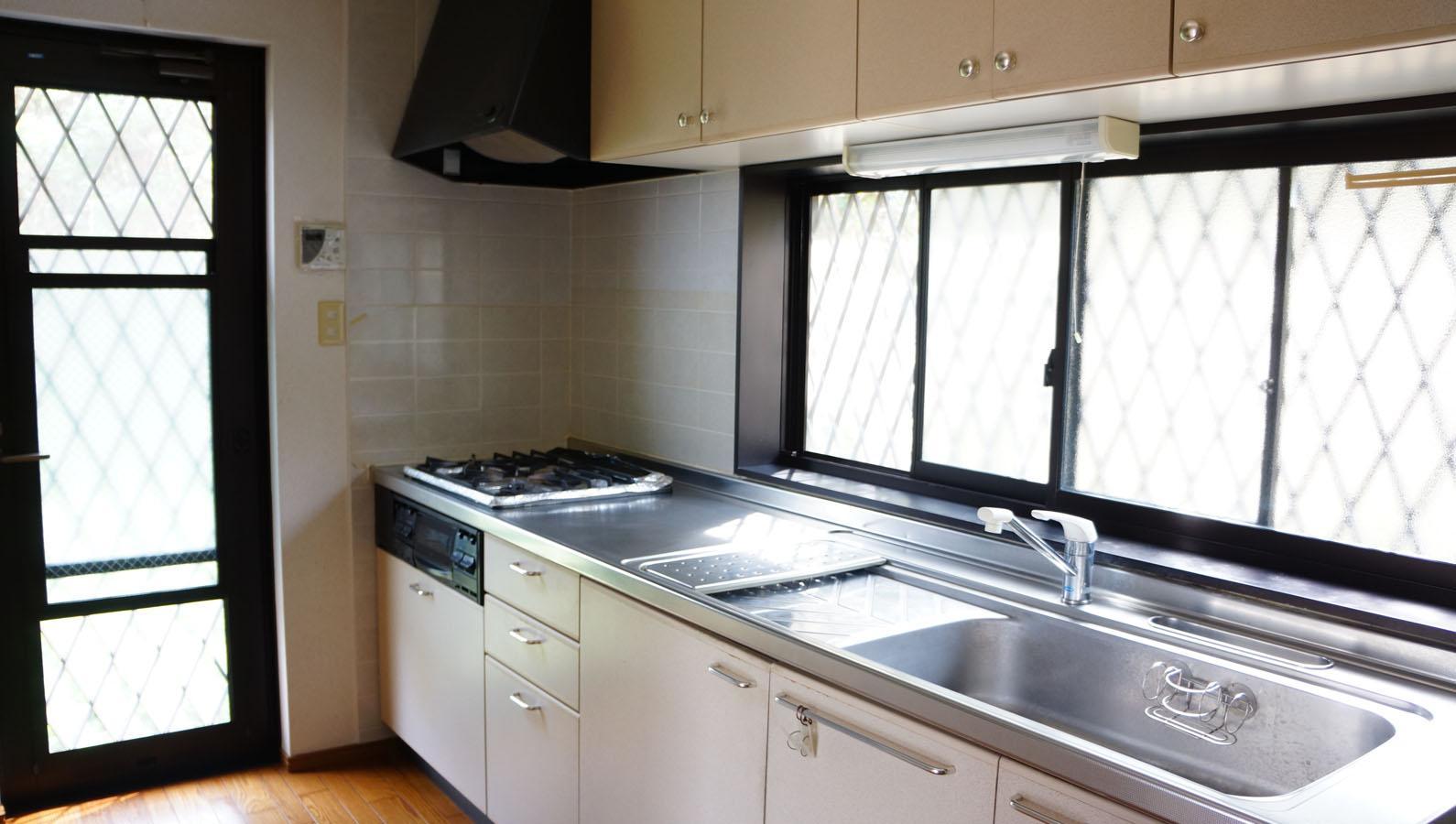 独立した幅広いキッチンは使い勝手が良さそう