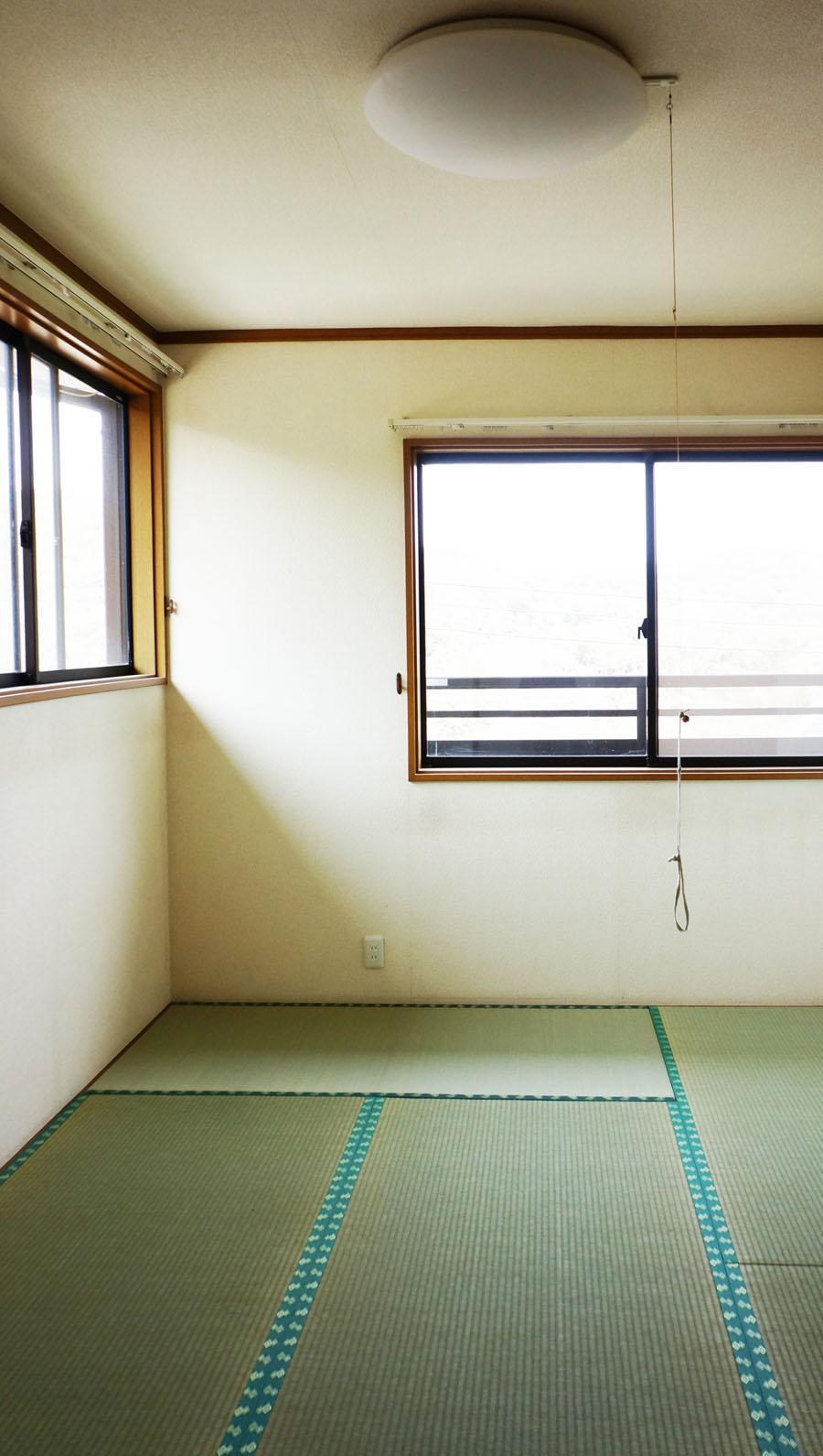 2階の和室。こちらも角部屋なので明るい