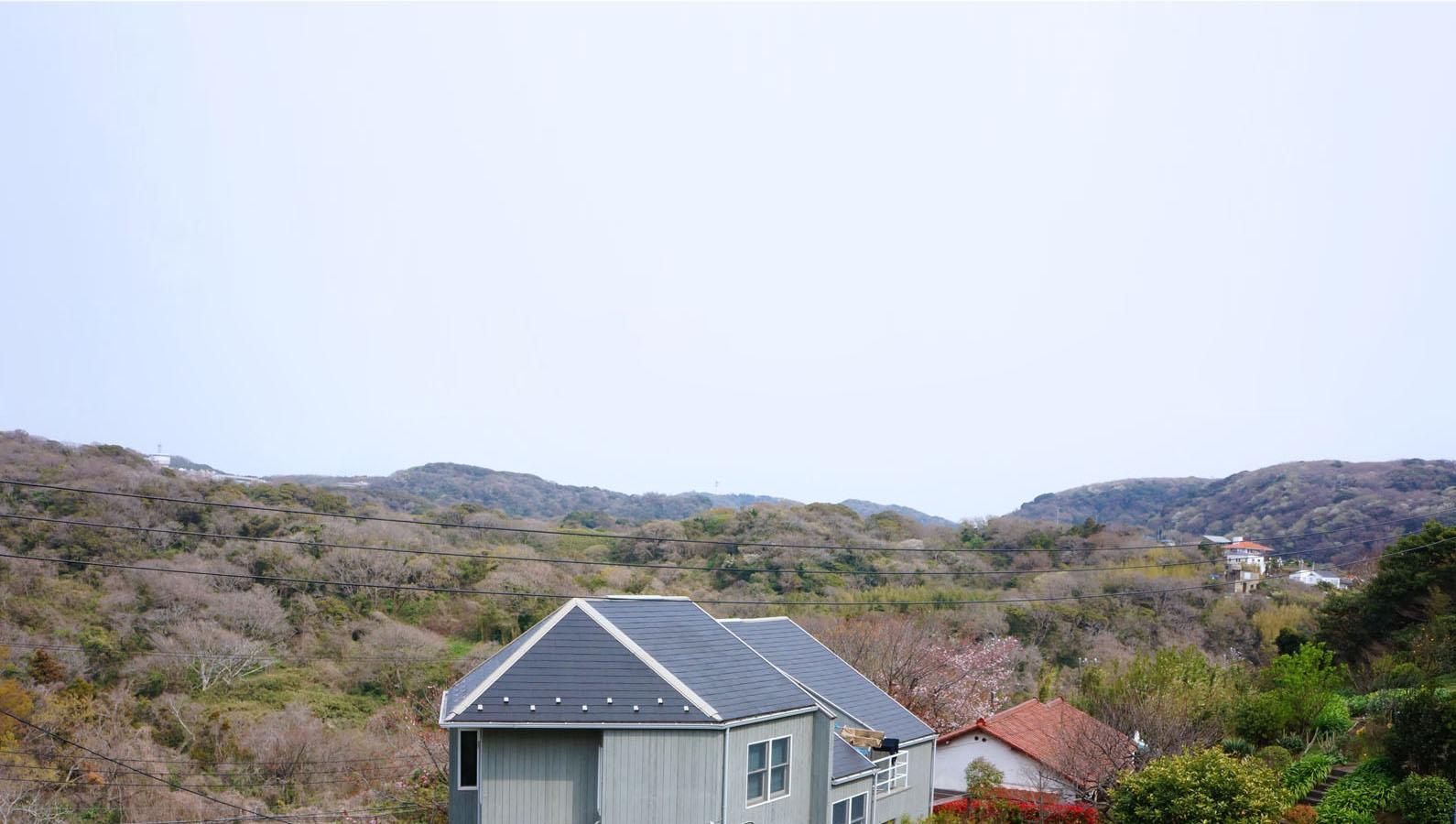 2階からの山を望む眺望は空も広くて気持ち良いの一言
