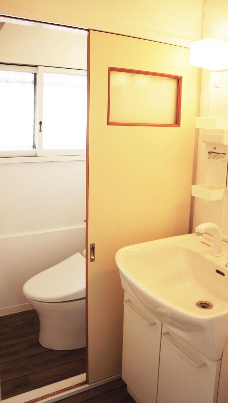 トイレと洗面はコンパクト