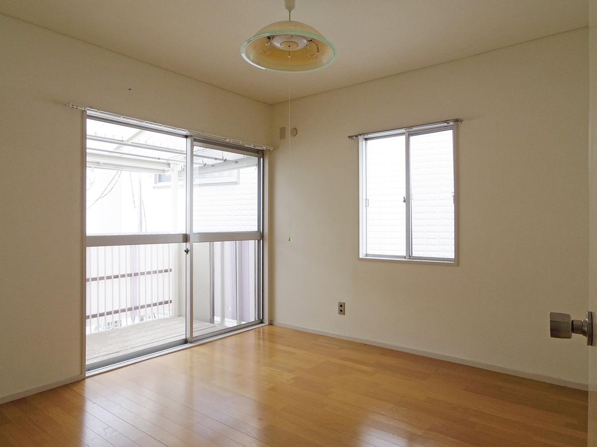 2階、6畳の洋室