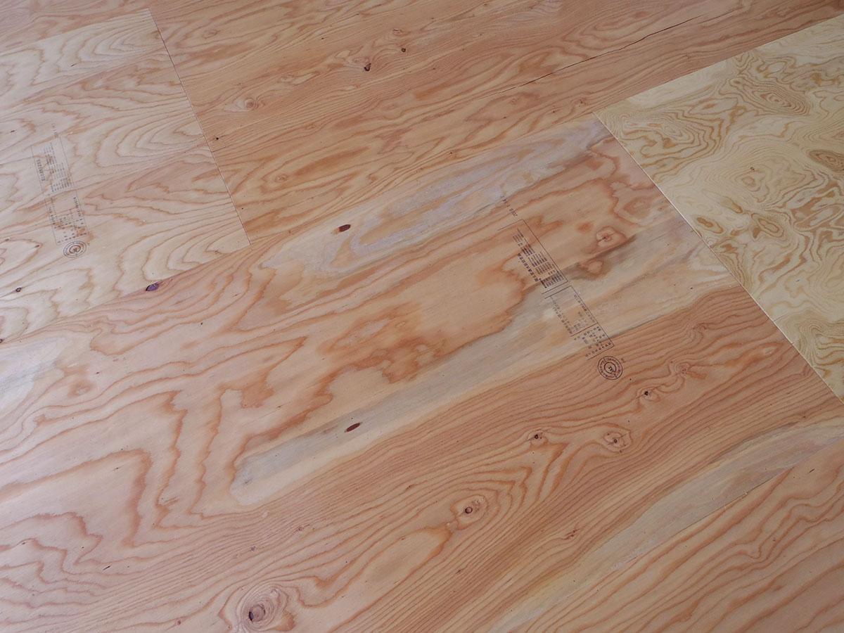 床面は合板敷き。白く塗れば雰囲気もだいぶ変わりそう