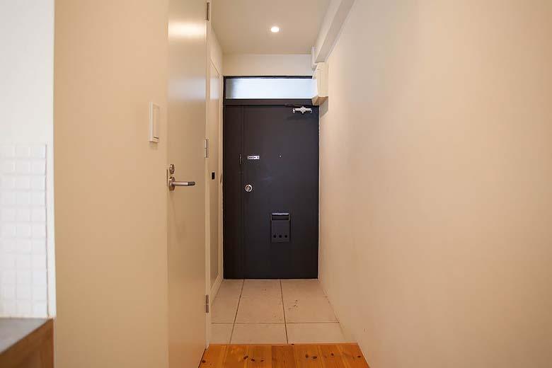 玄関はゆったりめ。写真で見えづらいですが、靴箱もあります