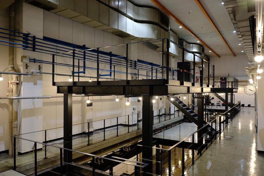 甦る、旧輪転機印刷室の巨大空間 (福岡市博多区博多駅東の物件) - 東京R不動産