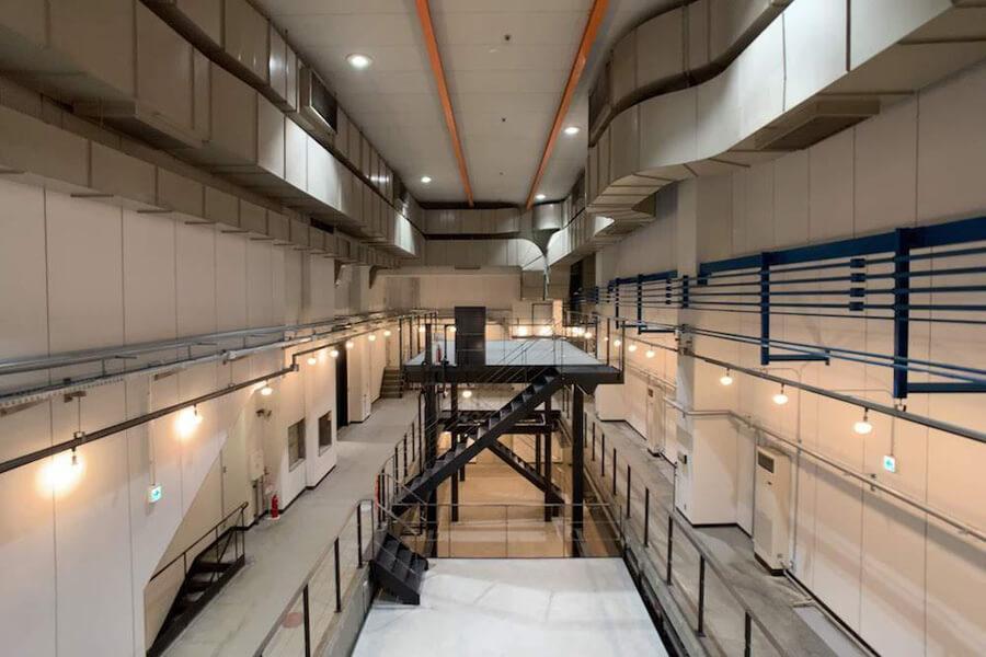 約12mの天井高があった空間がダイナミックに生かされています