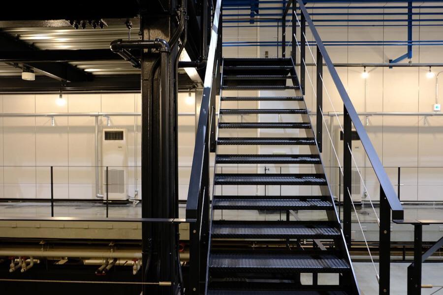 階段もカッコ良い