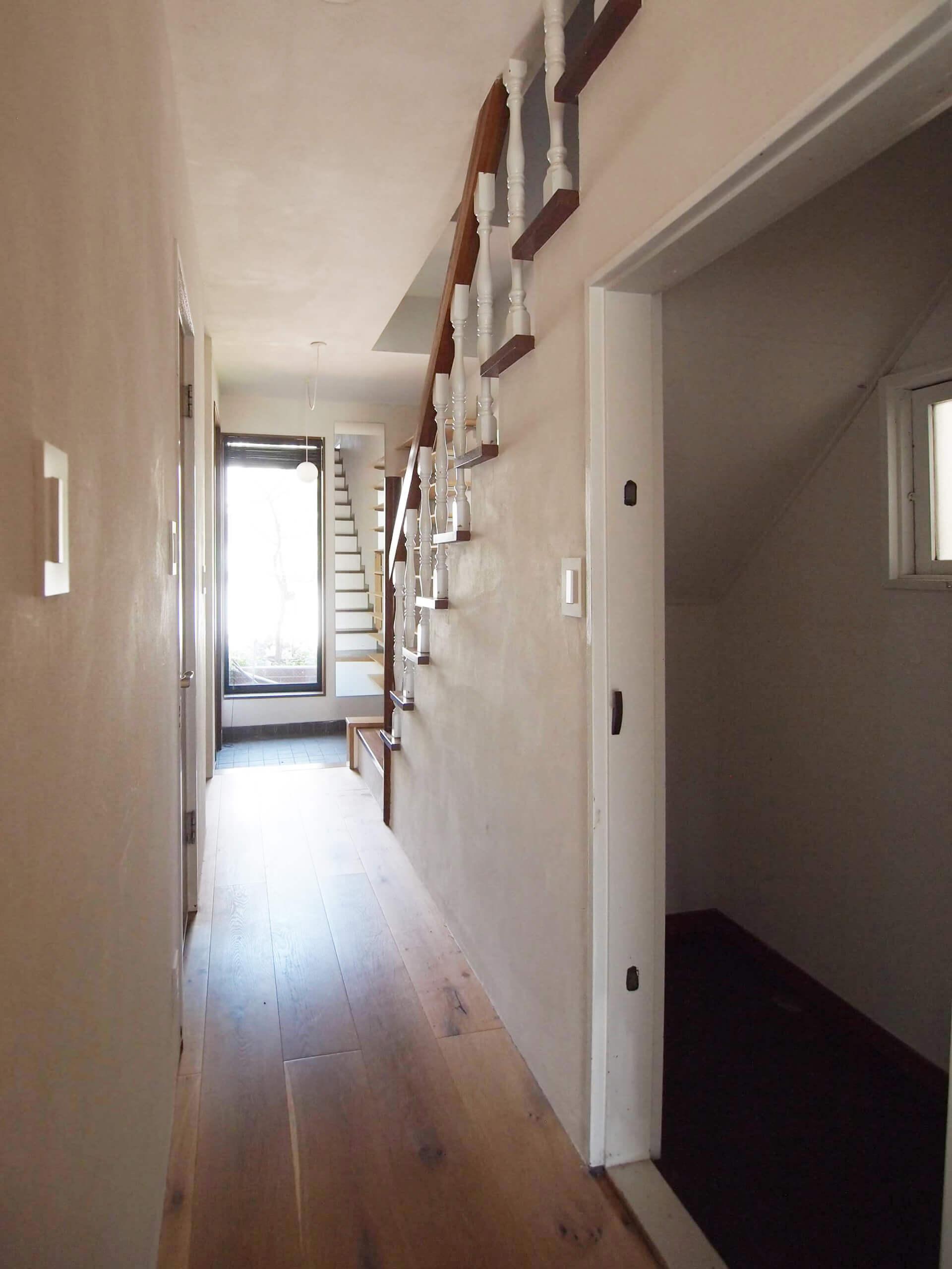 【廊下】左手に階段下収納