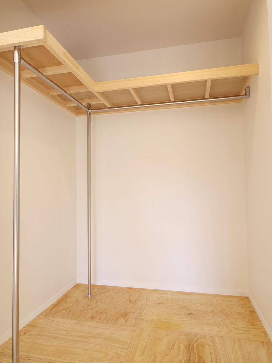 5.4畳の洋室のクローゼット。結構大容量です