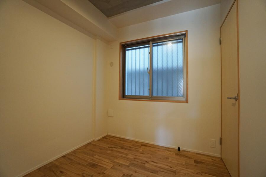 洋室2はコンパクト。子ども部屋、書斎、荷物の収納に良さそう
