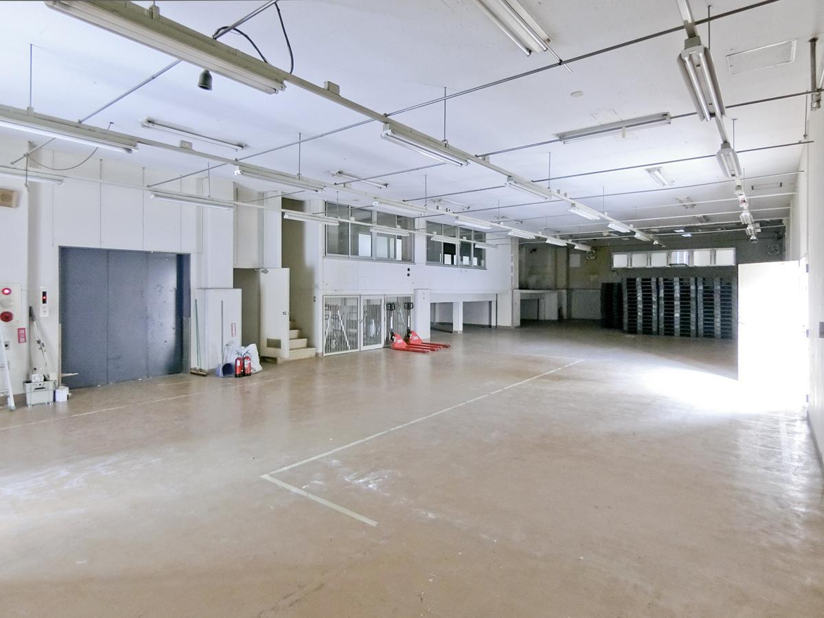 1階:天井高3.5m程の大空間