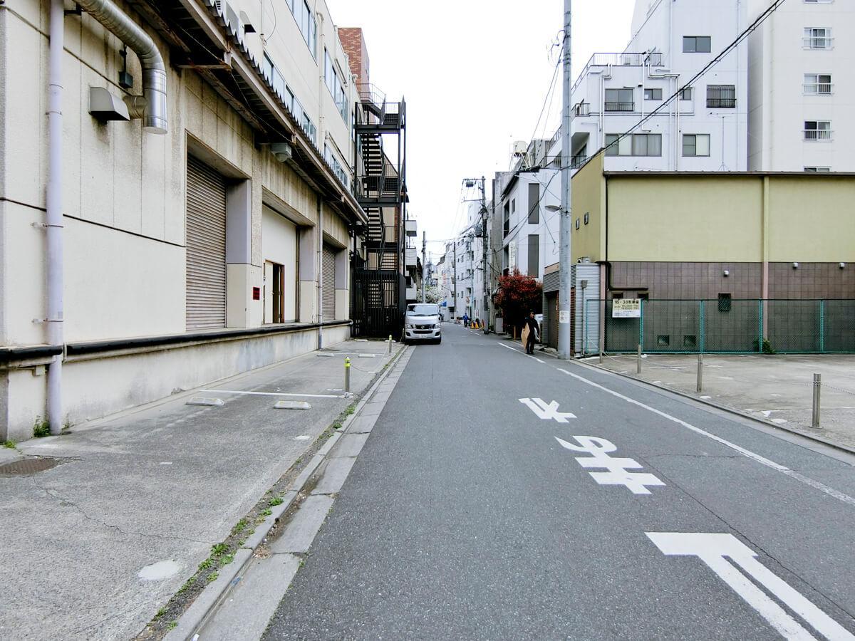 左側は建物についている駐車スペース