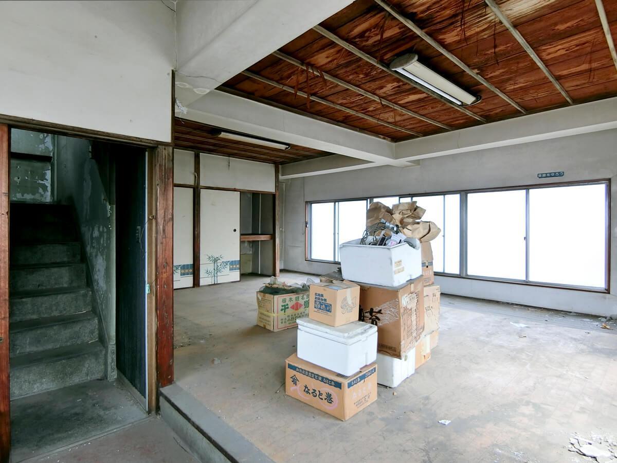4階:天井はボロボロの木
