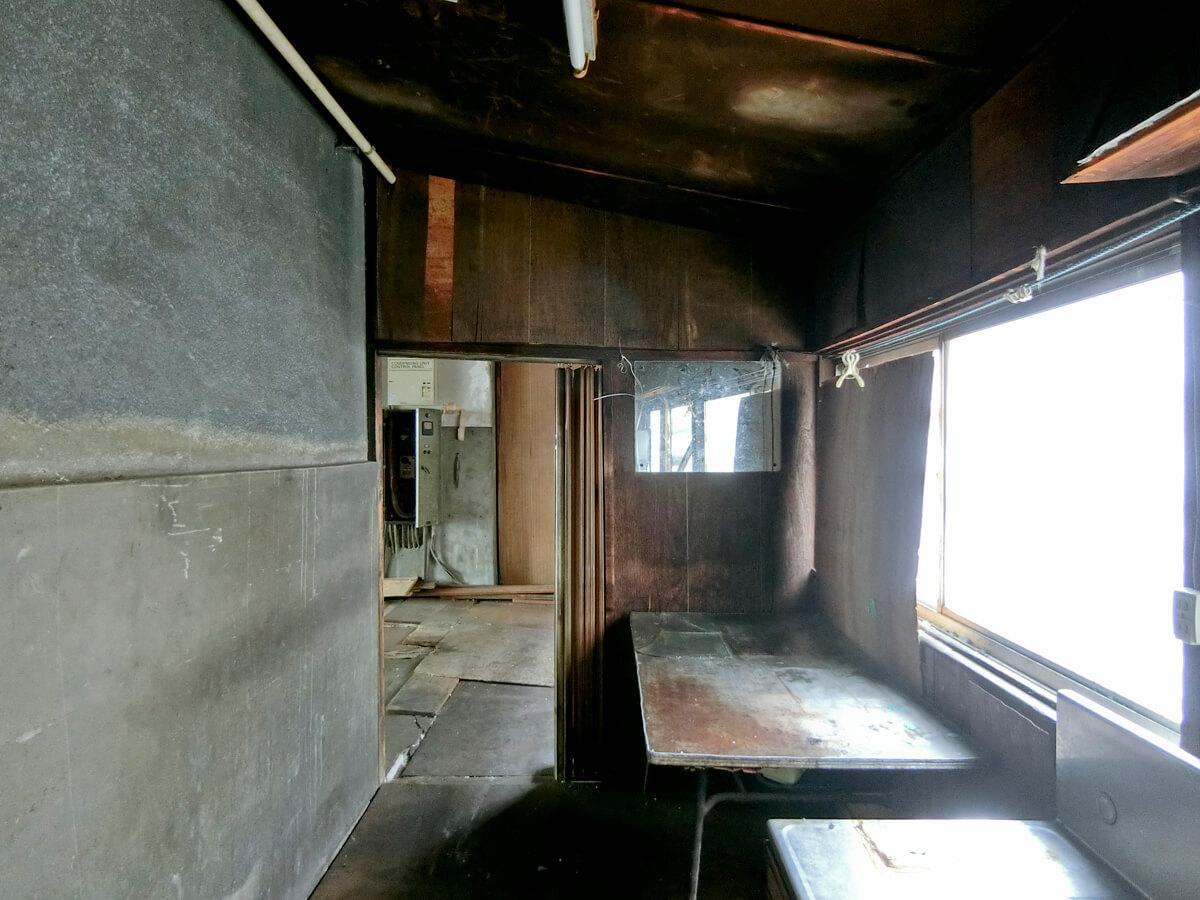 1階:奥のキッチンスペース