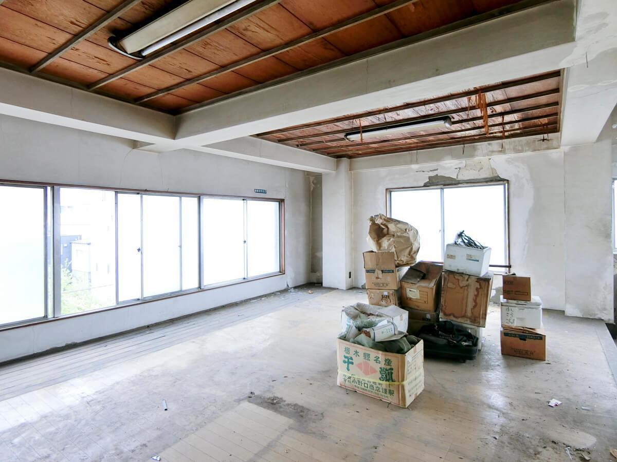 4階:明るい室内