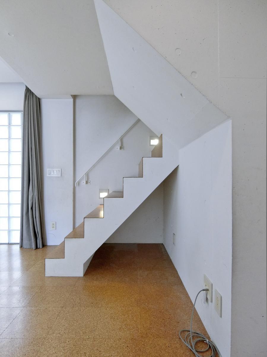 地下1階:階段のフォルムが好きです