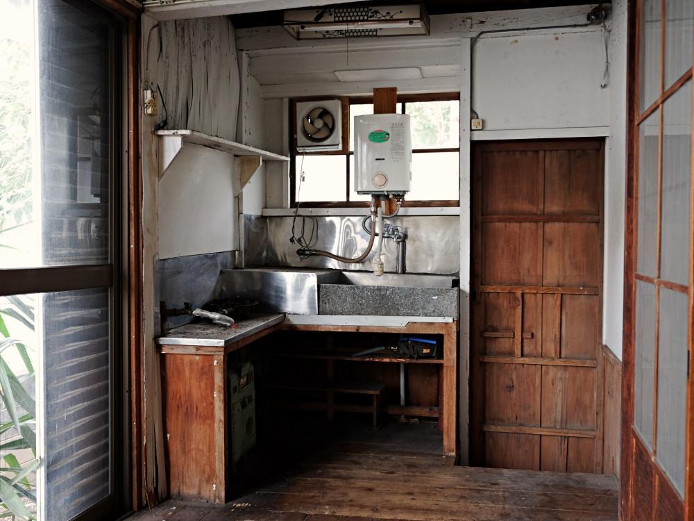 建物の一番奥に予備の小さなキッチン