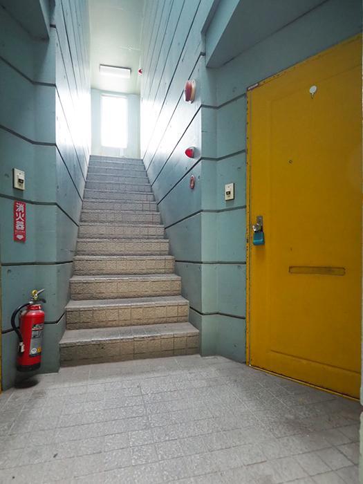 階段の雰囲気もレトロですてき