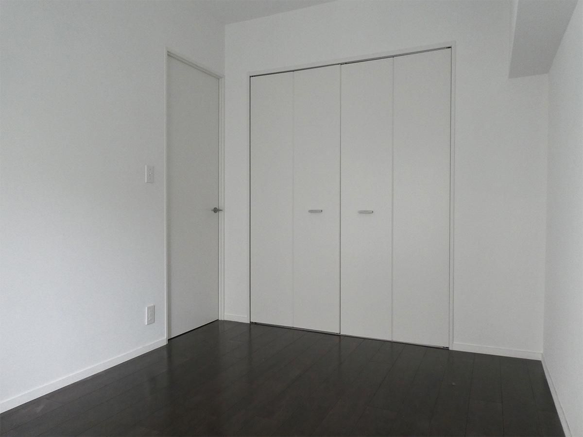 寝室は6畳、ここも天井が抜かれています