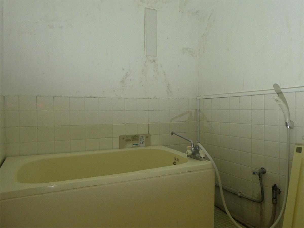 浴室(写真はクリーニング前)