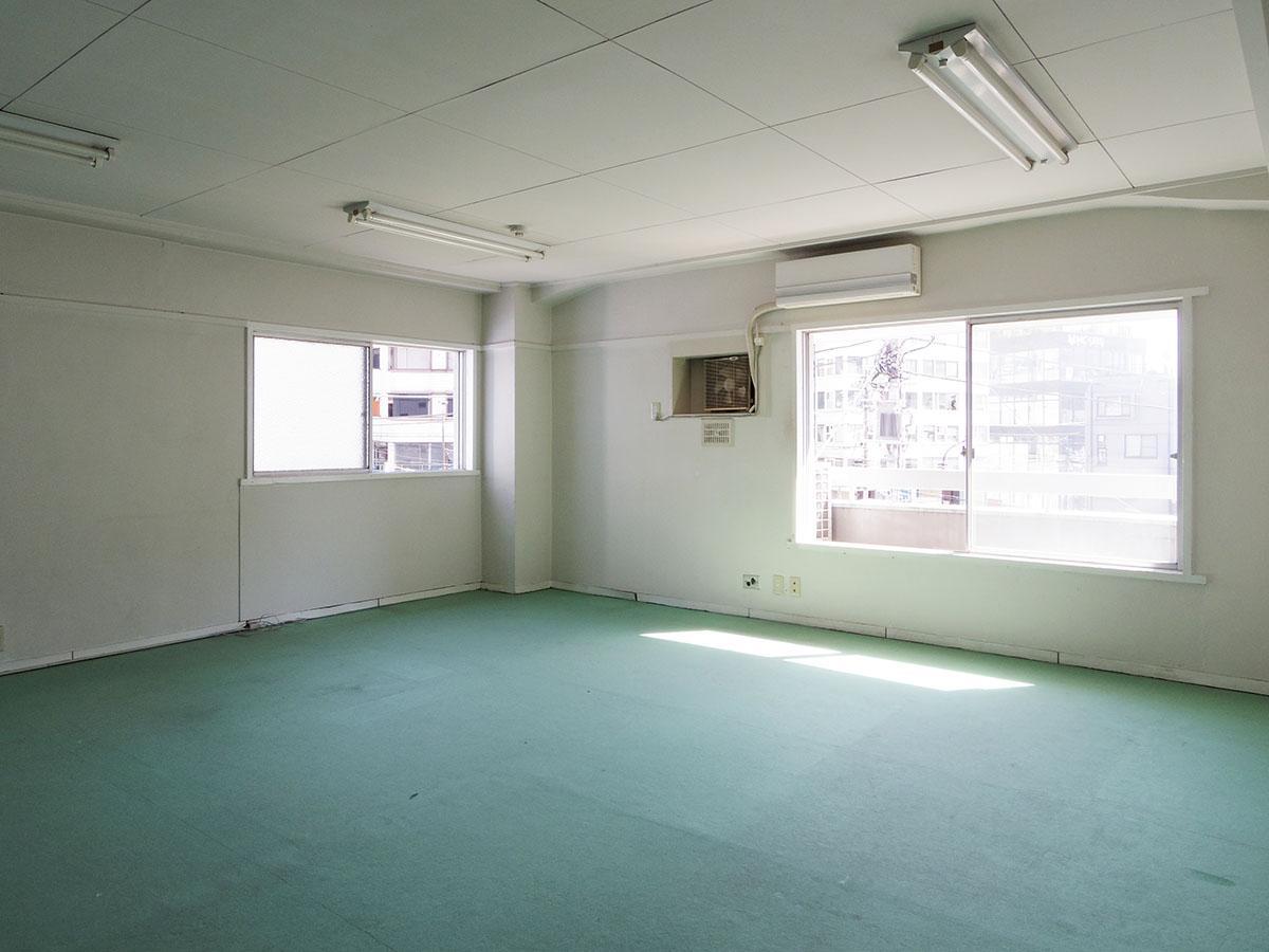部屋は角部屋で2面採光。日当たりがよく気持ちいい