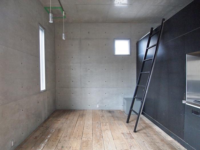 【006号室】この区画は少し幅が広く、机などレイアウトしやすそう