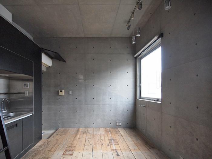 【006号室】天井高はこちも約3.2mでなかなかの開放感