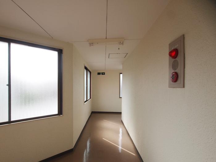 エレベーターホール。内廊下のつくり