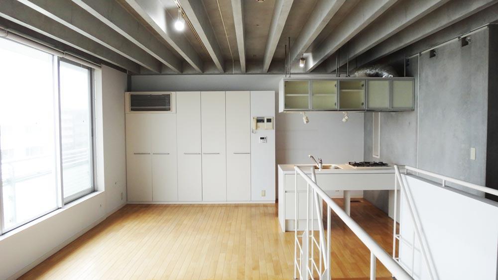 エアコンは収納の一部として組み込まれています(8階)