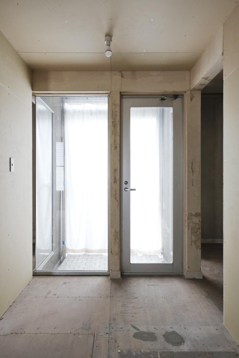 1階:こちらがサンルームのようなスペース。光が入る