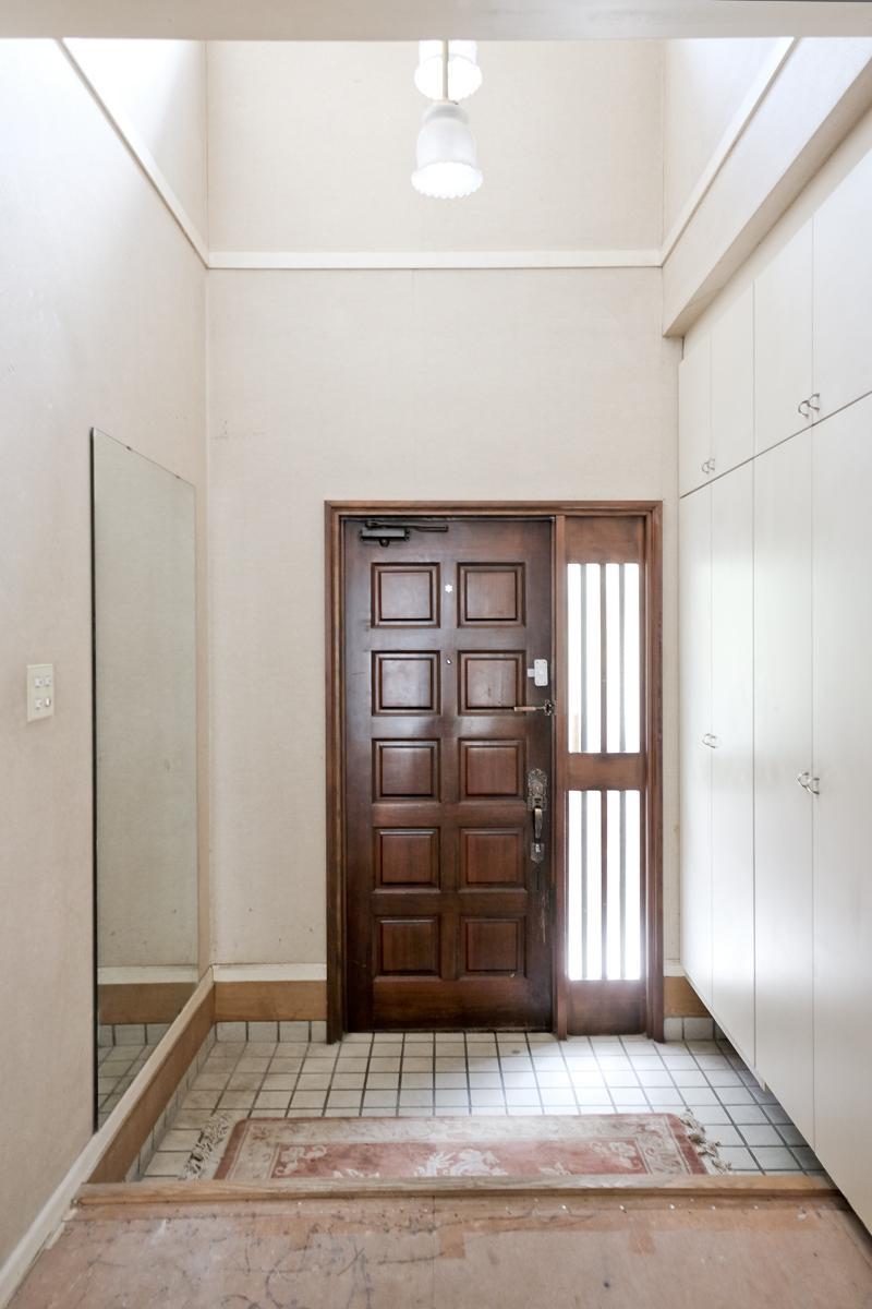 1階:玄関は吹き抜け