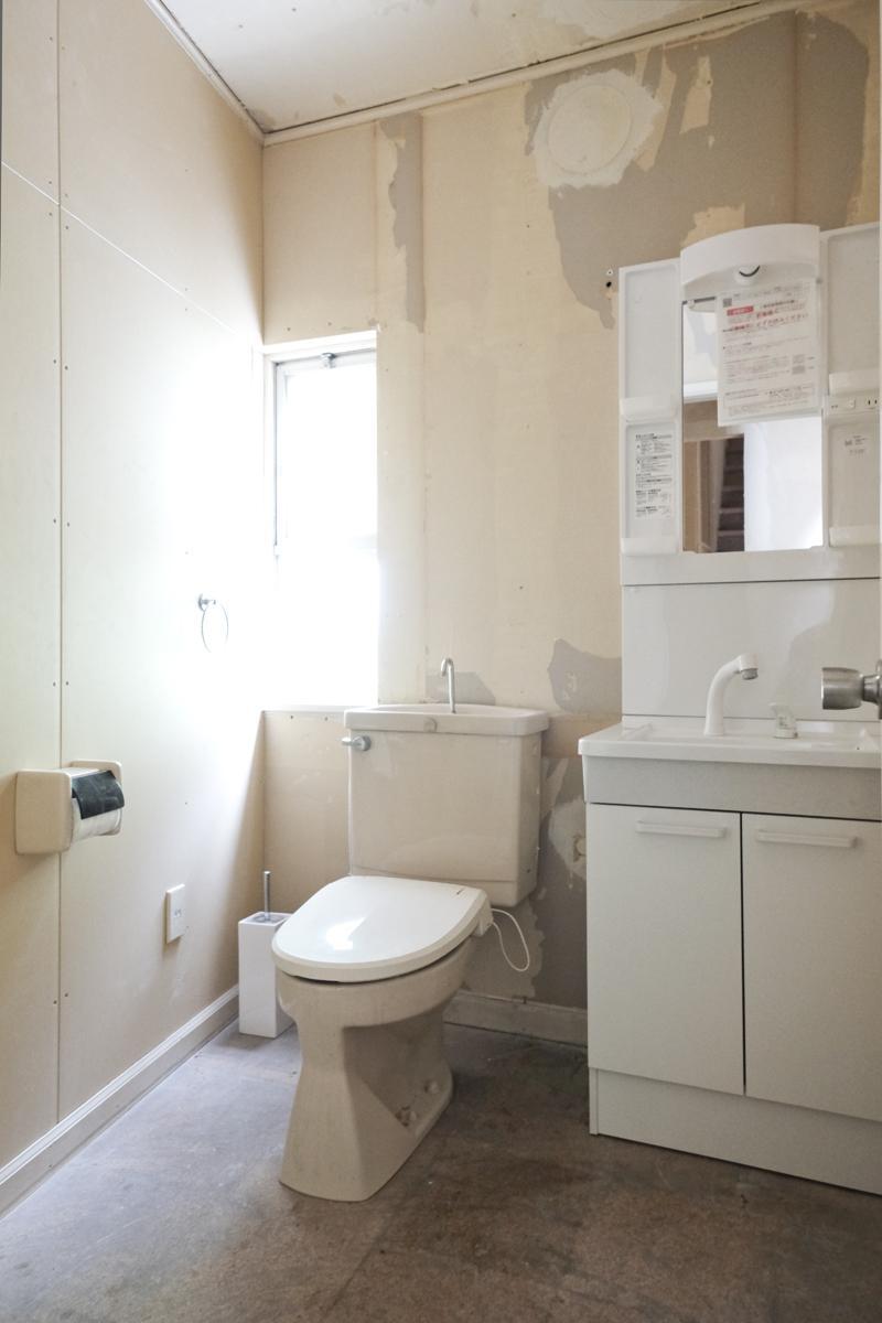 1階:トイレと洗面台は残してあります