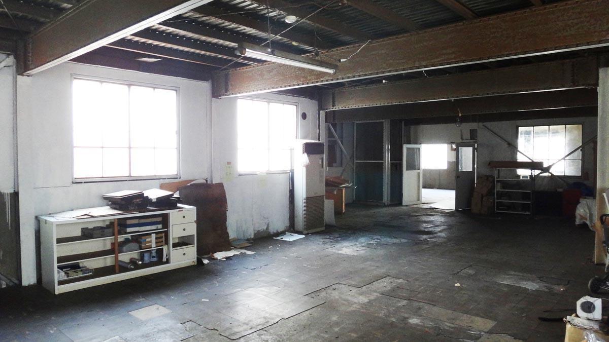 作業スペース、天井が高め(2階)